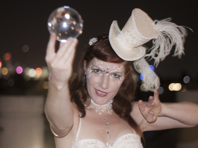 White Elegance Crystal Juggler