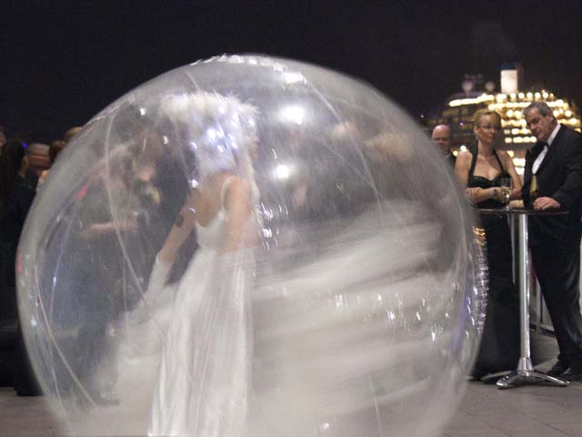 inflate bubble ball